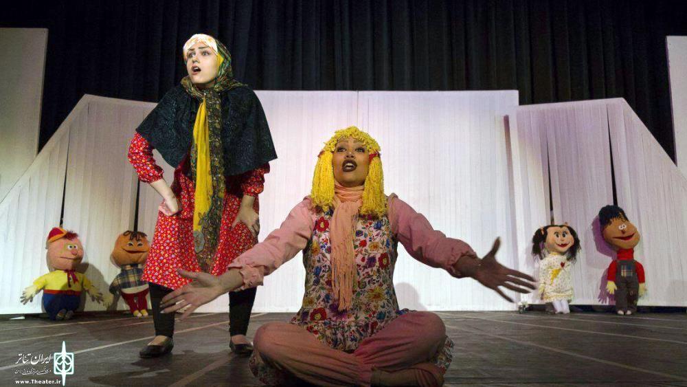 رضا روان؛ کارگردان نمایش «من و مادر بزرگه» جشنواره تئاتر کودک فعلی را نمیتوان «بینالمللی» دانست